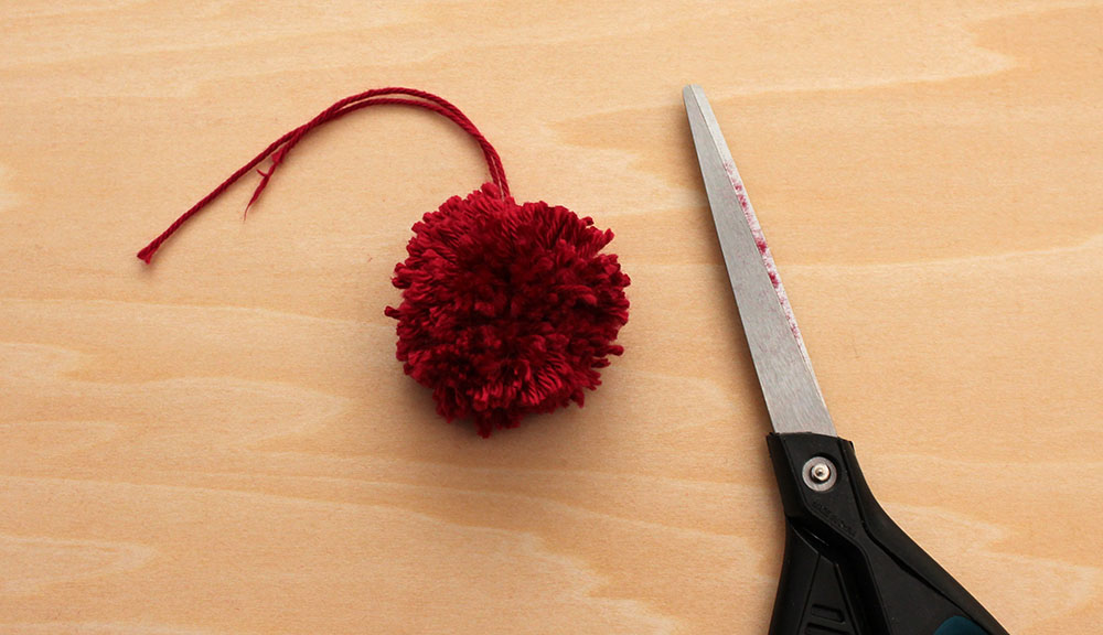 Mini-Pompoms in Form bringen